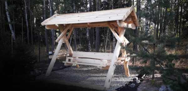 meble ogrodowe drewniane, huśtawki z bali, drewniane place zabaw, huśtawka z bali, huśtawka z dachem 01
