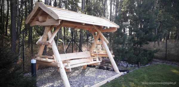 meble ogrodowe drewniane, huśtawki z bali, drewniane place zabaw, huśtawka z bali, huśtawka z dachem 02