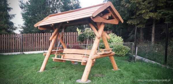 meble ogrodowe drewniane, huśtawki z bali, drewniane place zabaw, huśtawka z bali, huśtawka z dachem 04