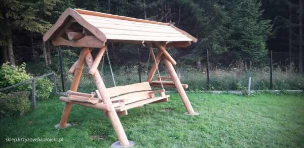 meble ogrodowe drewniane, huśtawki z bali, drewniane place zabaw, huśtawka z bali, huśtawka z dachem 05