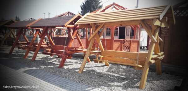 meble ogrodowe drewniane, huśtawki z bali, drewniane place zabaw, huśtawka z bali, huśtawka z dachem 08