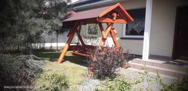 meble ogrodowe drewniane, huśtawki z bali, drewniane place zabaw, huśtawka z bali, huśtawka z dachem, gont bitumiczny 04