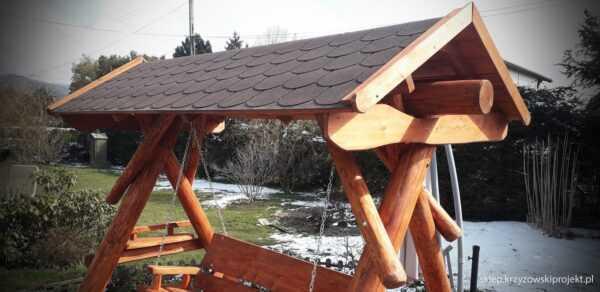 meble ogrodowe drewniane, huśtawki z bali, drewniane place zabaw, huśtawka z bali, huśtawka z dachem, gont bitumiczny 06