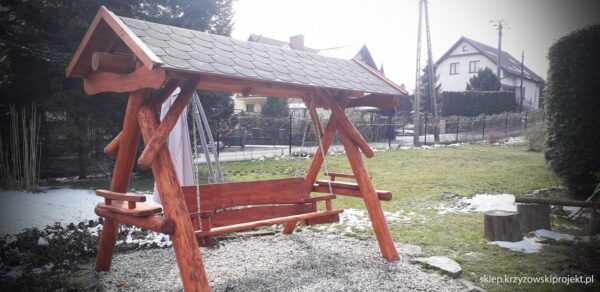 meble ogrodowe drewniane, huśtawki z bali, drewniane place zabaw, huśtawka z bali, huśtawka z dachem, gont bitumiczny 07