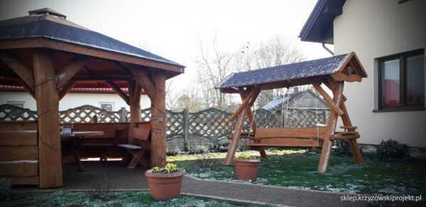 meble ogrodowe drewniane, huśtawki z bali, drewniane place zabaw, huśtawka z bali, huśtawka z dachem, gont bitumiczny 11