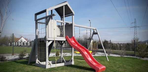 plac zabaw, meble ogrodowe, domek dla dzieci, zjeżdżalnia, ślizg, ścianka wspinaczkowa, huśtawka dla dzieci, nowoczesny plac zabaw, drewniany plac zabaw z dachem 06